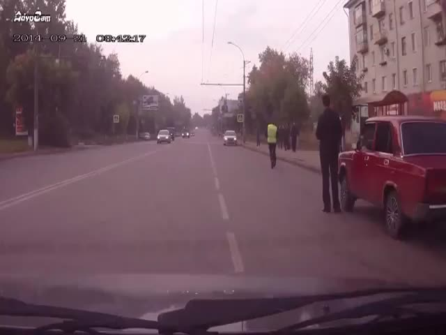 Russian Traffic Cop Hitches a Ride to Chase a Car