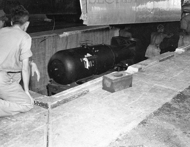 Chilling Photos of the Preparation of the Hiroshima and Nagasaki Bombs