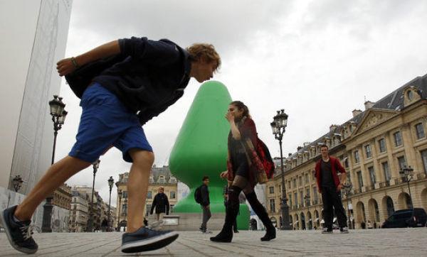 A  Public Parisian Sculpture That Is Causing Pandemonium