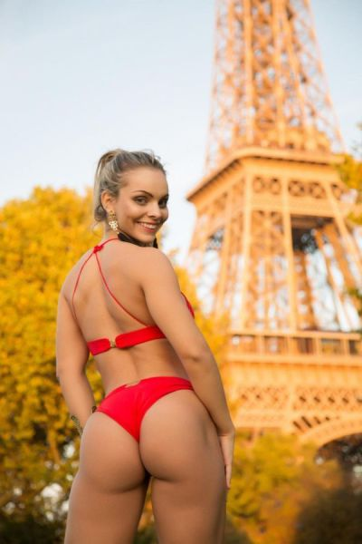 """A Sexy Eiffel Tower Photoshoot of a Top """"Miss Bum Bum"""" Contestant"""