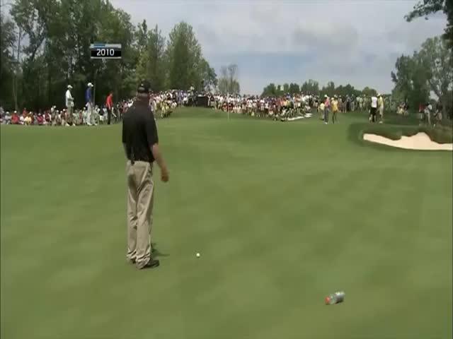 Golfer Pulls Off a Crazy 102-Foot Putt like a Boss  (VIDEO)
