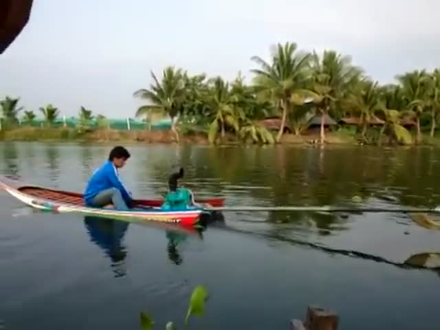 Check Out This Insanely Fast Homemade Thai Motorboat
