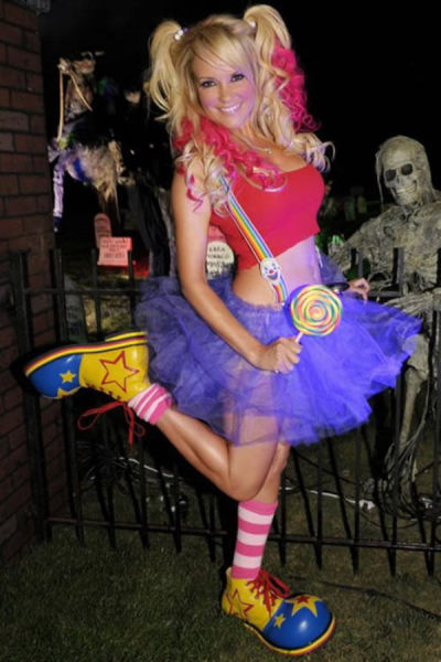Cute Girls Look Smoking Hot in Halloween Costumes