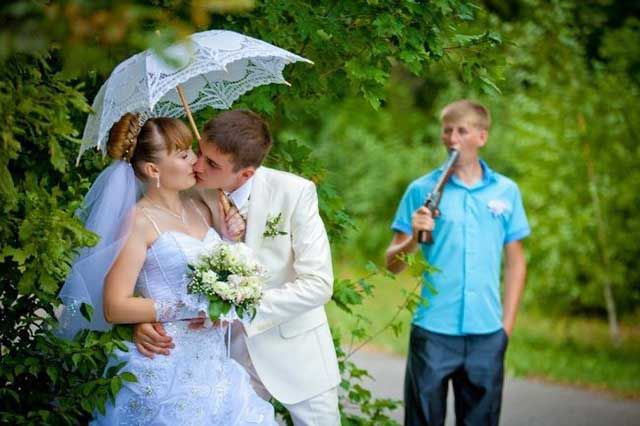Weird and Wacky Wedding Fun Caught on Camera (42 pics ...