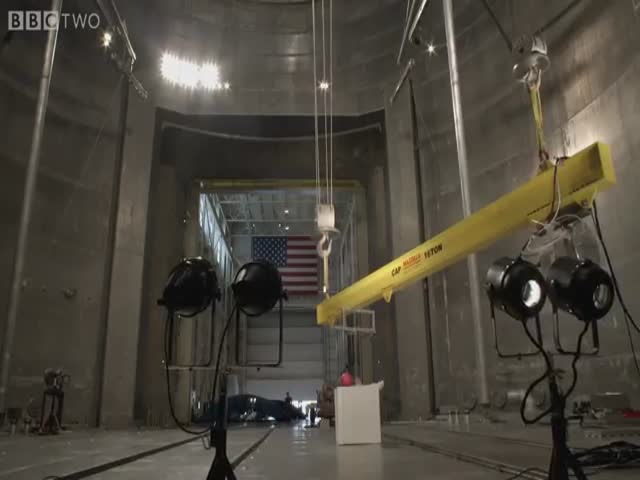 This Is What Happens When You Drop a Bowling Ball and Feathers in the World's Biggest Vacuum Chamber