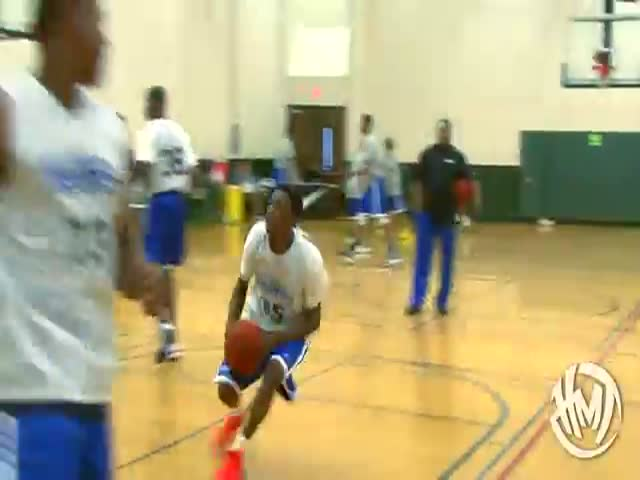 He's Only in High School and He Dunks like a NBA Star  (VIDEO)