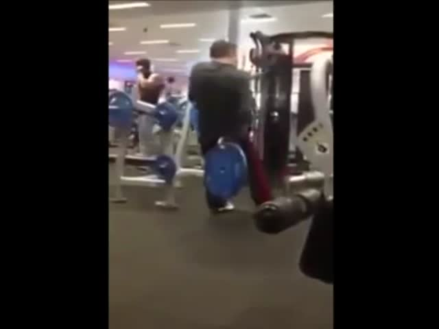 This Guy Has a Weird Way of Working Out  (VIDEO)