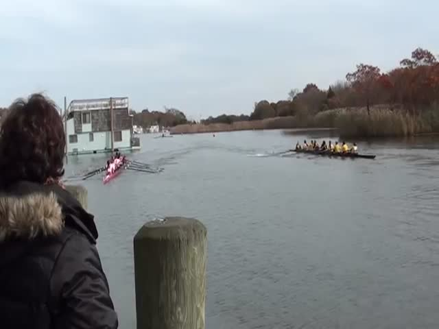 Rowing Boat Race Carnage  (VIDEO)
