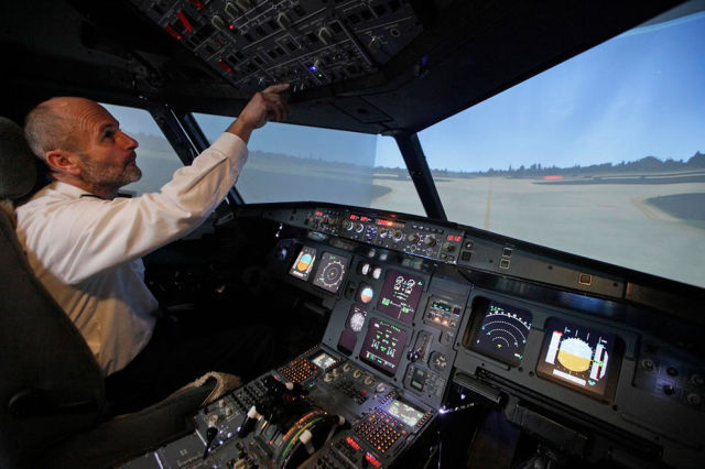 A Homebuilt Flight Simulator That Is Out of This World (15
