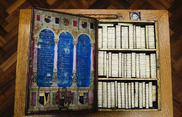 A Book Carrying Case from the 17th Century