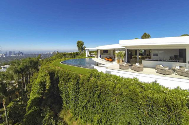 A Luxury Mansion That Will Make You Green with Envy