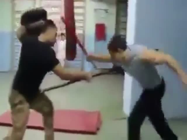 Guys Recreate '300' Fight Scene in the Gym