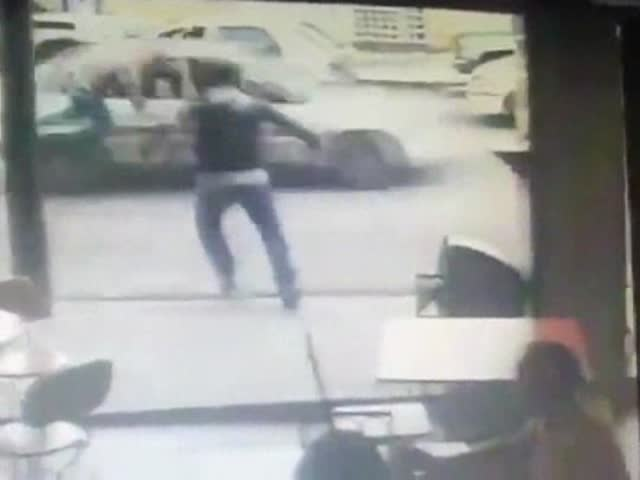 Thief vs Instant Karma  (VIDEO)
