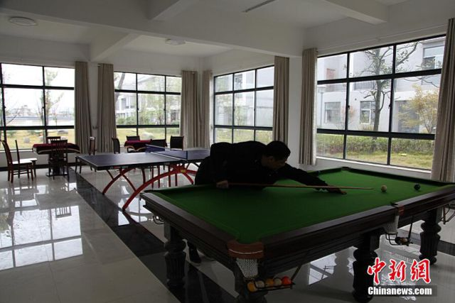 Wealthy Chinese Businessman Does Something Unbelievable in His Home Town