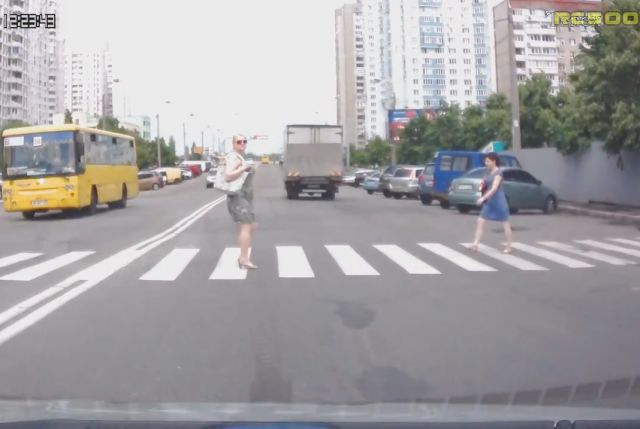 Russian Pedestrians Are a Totally Different Kind of Pedestrians