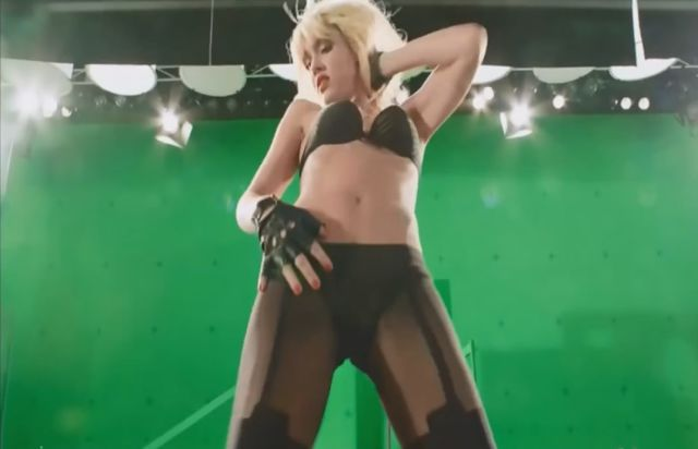 Great Behind the Scenes Footage of Jessica Alba Dancing in Sin City 2