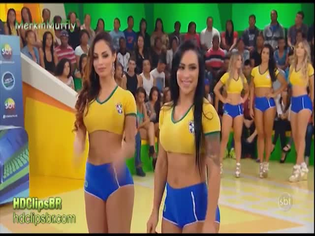 Brazilian Girls Play Twister  (VIDEO)