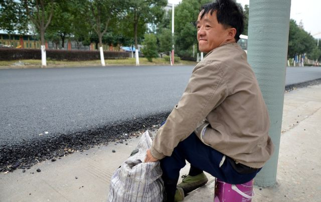 Disabled Chinese Beggar Makes a Surprise Recovery