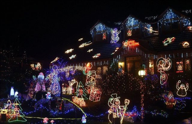 A Very Creative and Christmassy Neighborhood