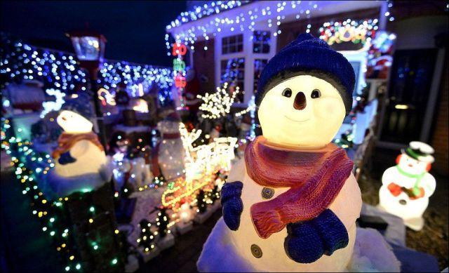 A Very Creative and Christmassy Neighborhood