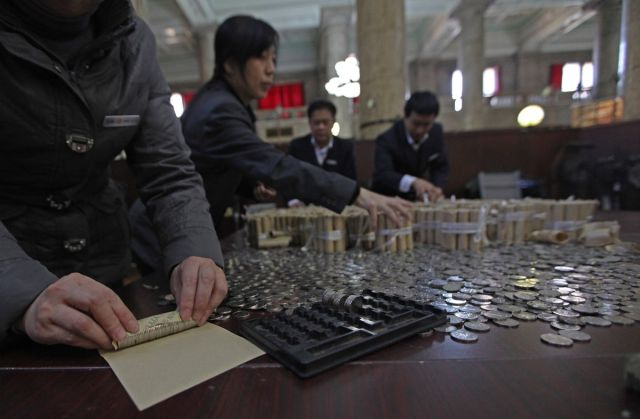 Chinese Man Deposits 300 kg of Money into the Bank