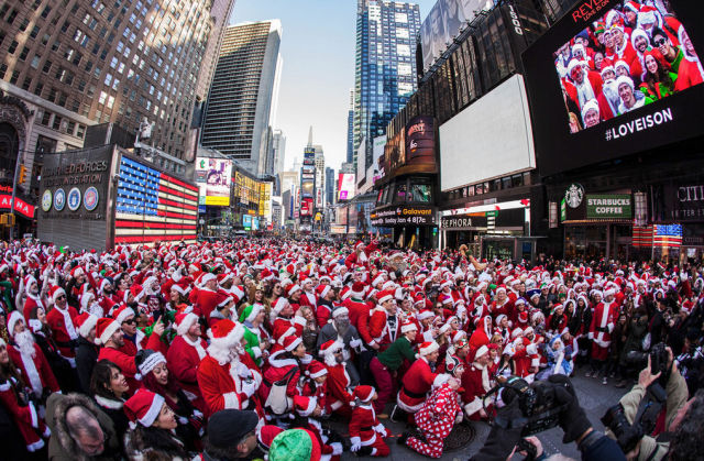 SantaCon Craziness Kicks off Its Drunken Festivities