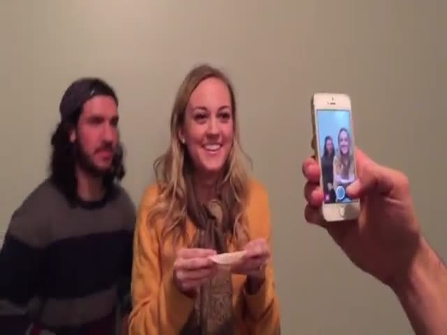 Girl Can Eat a Slice of Turkey in a Blink of an Eye  (VIDEO)