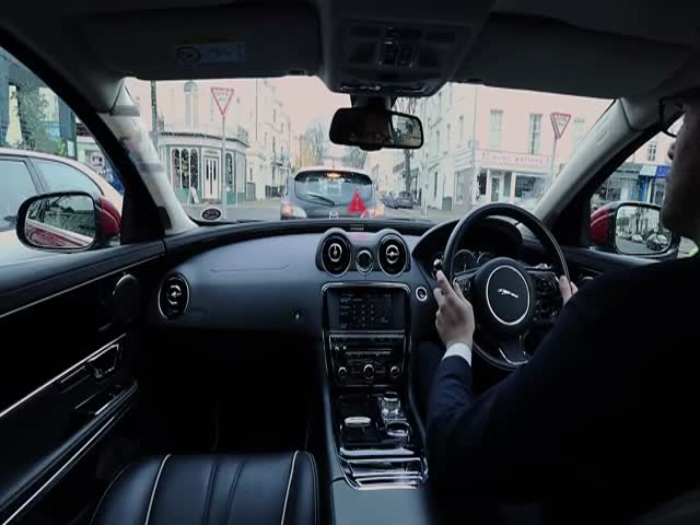 Jaguar Land Rover Demonstrates Its Futuristic Windscreen Technology