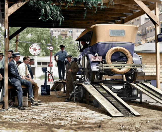 These Old Photos Received a Touch of Colour