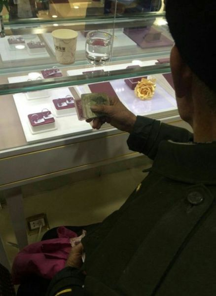 This 80 Year Old Chinese Janitor Bought His Wife a Diamond Ring