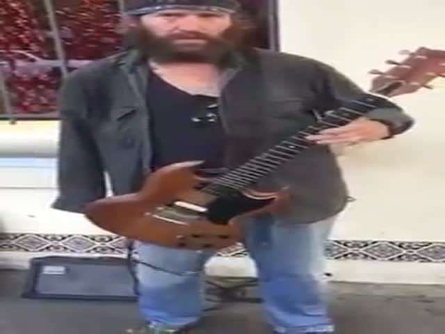 This Guitarist Plays Voodoo Child With One Hand on the Strreets