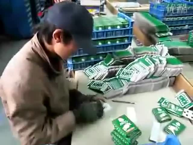 These Card Packers in China Could Start a New Sport  (VIDEO)