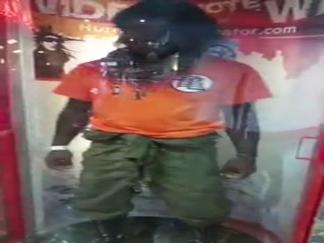 Man Impersonates Super Sayian 3 in Hurricane Simulator  (VIDEO)