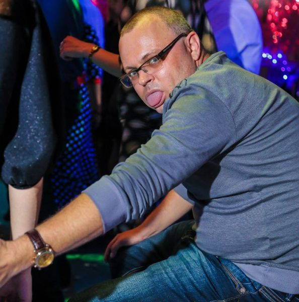 The Wacky Weirdness That Goes on Inside The Nightclub Somewhere in Russia