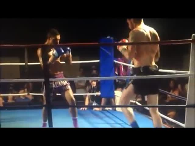 Muay Thai Fighter Delivers a Stunning Spinning Kick KO