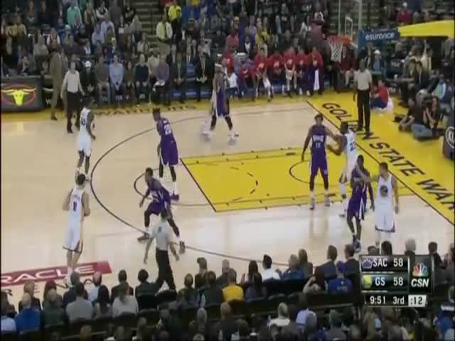 NBA Player Klay Thompson Breaks World Record by Scoring 37 Points in One Quarter  (VIDEO)