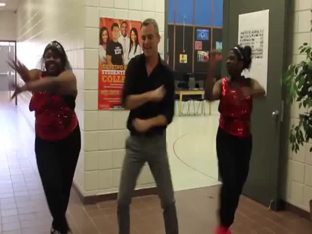 High School Teacher and His Students Dance to 'Uptown Funk'