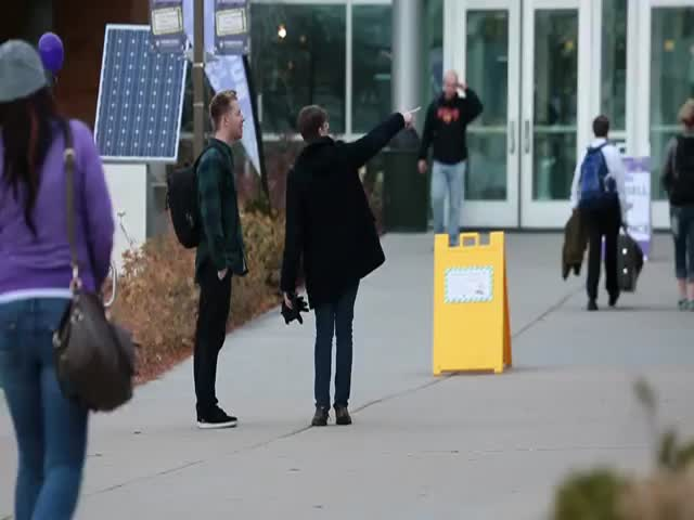 Super Awkward Handshake Leads to Good Laugh  (VIDEO)