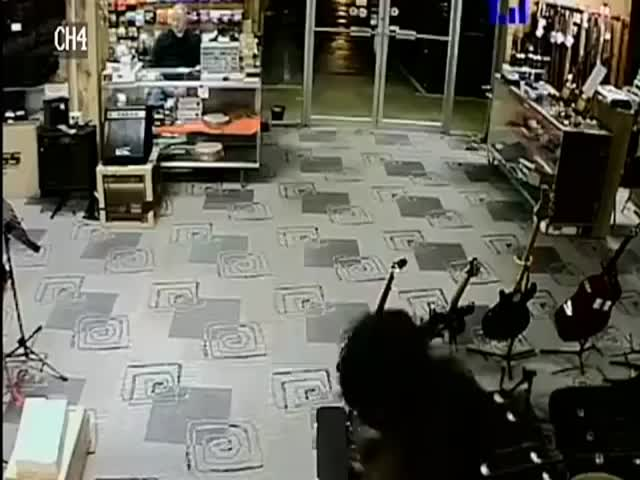 Robber Plays Dead to Better Get Away  (VIDEO)