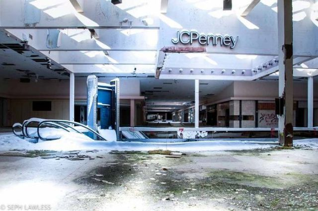 A Neglected Mall That Has Been Lost in Time