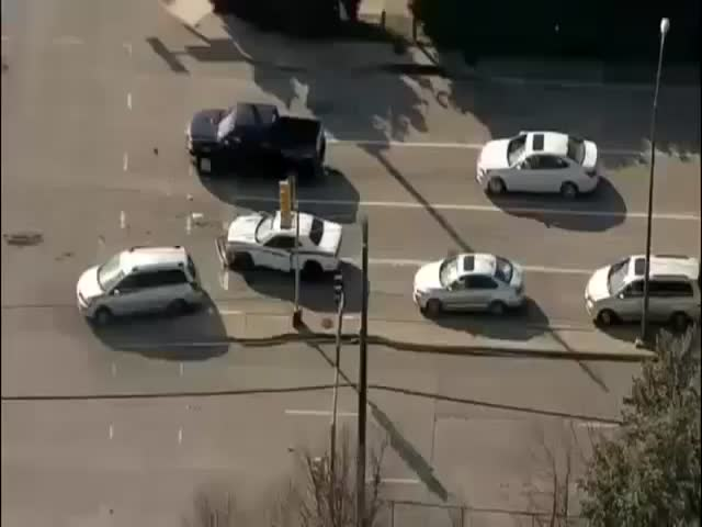 This High Speed Car Chase in Dallas Has a Very Unexpected Ending  (VIDEO)