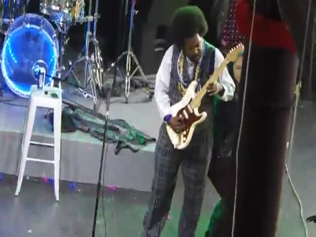 Afroman Punches Female Fan after She Jumps on Stage  (VIDEO)