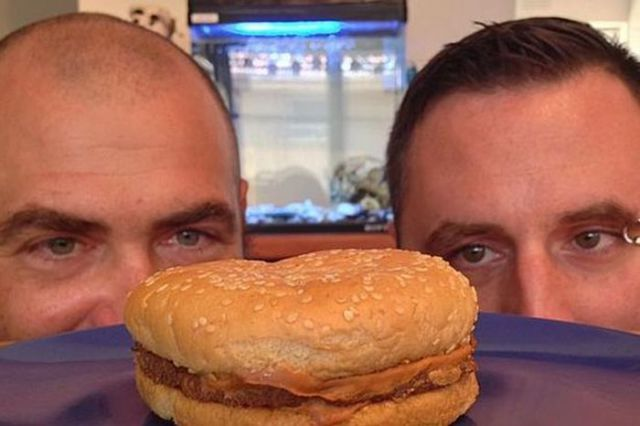 A McDonald's Cheeseburger after 20 Years