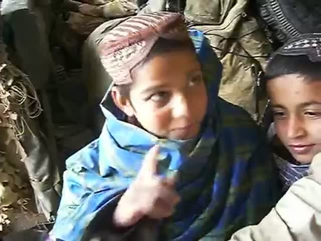 Afghan Kids' Reaction to Seeing Porn Star Jenna Jameson in a Magazine  (VIDEO)