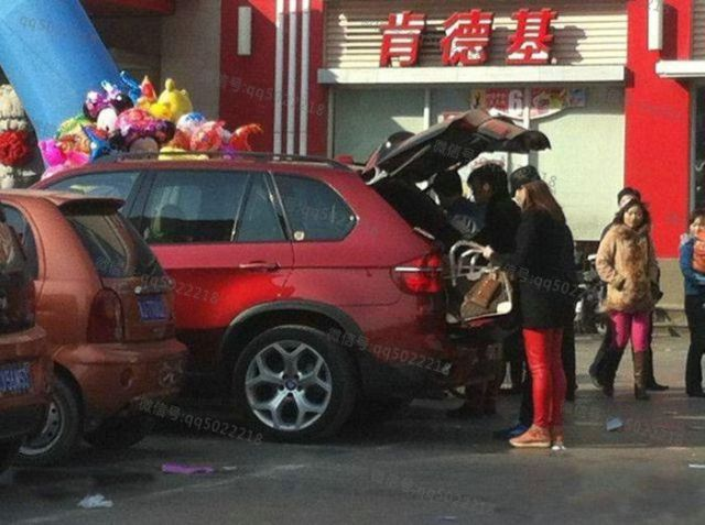 A Day in the Life of Chinese Street Vendors