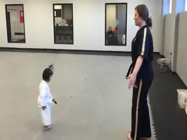 3-Year-Old Taekwondo Girl Adorably Recites the Student Creed