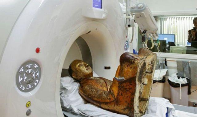 A 12th Century Buddha Statues Hides a Bizarre Surprise