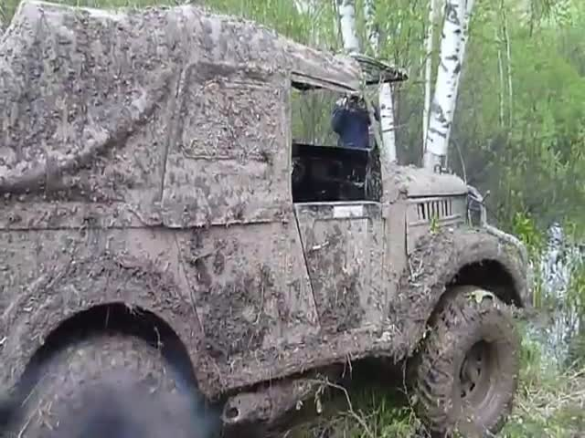 When Some Russian Folks Decide to Wash a 4x4 into a Pond  (VIDEO)