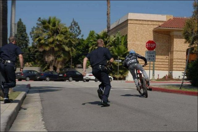 Biker Takes on the Police in an Epic Chase