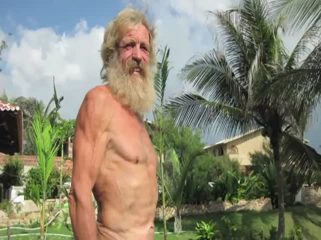 Man Crosses the Atlantic Ocean in a Kayak  (VIDEO)